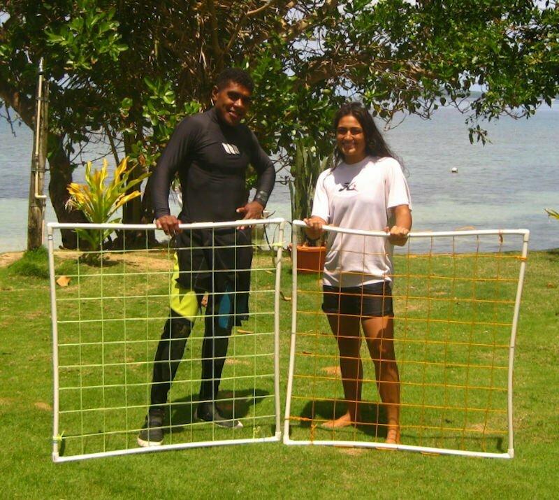 Tiarana Mitchell and Taitusi Dradra working with Marine Ecology Consulting